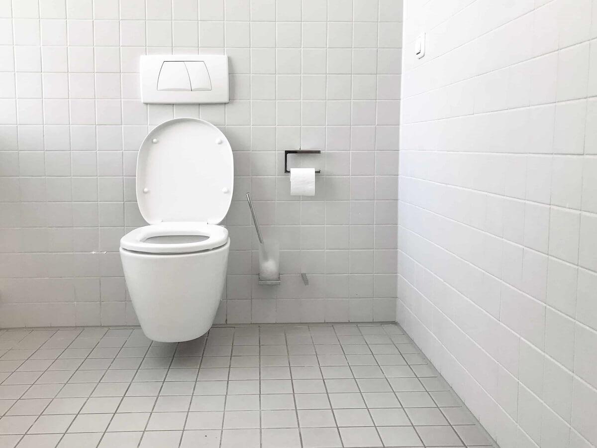 Entretien de la fosse septique : à charge du locataire ou du propriétaire ?