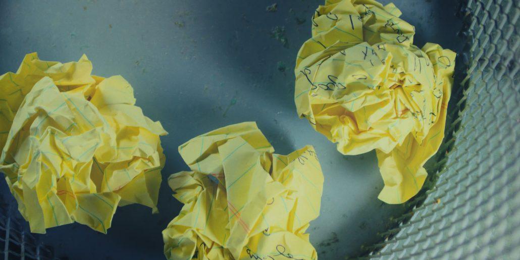 Image boules de papiers dans corbeille