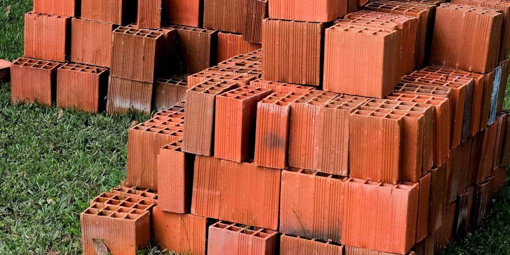 Image briques plâtrières empilées
